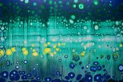 Abstraction de fond sous forme de cellules et de bulles d'arc-en-ciel Images stock