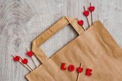 Abstraction sur le thème de la famille Le coeur blanc, inscription rouge de personne marque avec des lettres la maman et la famil Photo stock