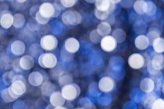 abstraia o fundo Círculos brancos e azuis no bokeh fotos de stock royalty free