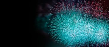 Abstraia o fundo colorido do fogo de artifício com espaço da cópia gratuita para o texto Conceito colorido da celebração e do ani fotos de stock royalty free