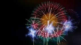 Abstraia o fundo colorido do fogo de artifício com espaço da cópia gratuita para o texto Conceito colorido da celebração e do ani imagens de stock royalty free