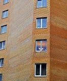 abstraiga el fondo Fragmento de la pared de ladrillo del edificio en víspera fotografía de archivo