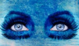 Abstraiga la textura del grunge de la mujer del maquillaje de los ojos azules Fotografía de archivo libre de regalías