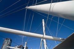 Abstraiga los ángulos de los postes del puente. Foto de archivo libre de regalías