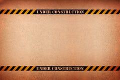 abstrait contre le signe grunge de construction dessous Images stock