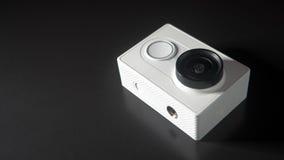 Abstrakcjonistyczna akci kamera na czarnym tle, unrecognizable gatunku model, przestrzeń Zdjęcie Royalty Free