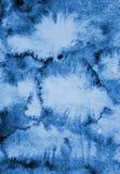 Abstrakcjonistyczna błękitna akwarela na papierowej teksturze jako tło Zdjęcie Royalty Free