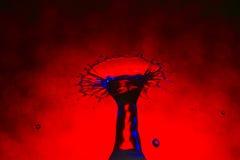 abstrakcjonistyczna błękitny czerwieni pluśnięcia woda Zdjęcia Royalty Free