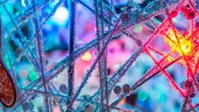 Abstrakcjonistyczna choinka i piłka dekorowaliśmy z jaskrawymi światłami Fotografia Stock