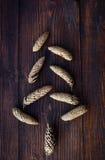 Abstrakcjonistyczna choinka rożki, cynamon i dekoracje, Fotografia Stock