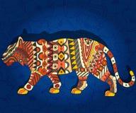 Abstrakcjonistyczna etniczna ilustracja z tygrysem na zmroku - błękitny kwiecisty tło Zdjęcia Royalty Free