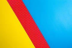 Abstrakcjonistyczna geometryczna błękita, koloru żółtego i czerwieni polki kropka, tapetuje tło Obrazy Royalty Free