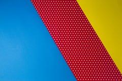 Abstrakcjonistyczna geometryczna błękita, koloru żółtego i czerwieni polki kropka, tapetuje tło Zdjęcie Royalty Free