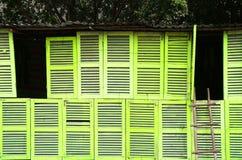 Abstrakcjonistyczna kolor żółty ściana wiele drewniany okno Zdjęcia Stock