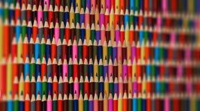 Abstrakcjonistyczna kolorowa tęcza ostrzy ołówka tła wzór Zamazana tło część Ostry ołówek tęczy tło Szkolni półdupki Fotografia Stock