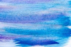 Abstrakcjonistyczna ręka malujący błękitny farby kanwy tło abstrakcjonistyczna tła błękita akwarela sztuki ręki farba na bielu Fotografia Stock