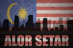 Abstrakcjonistyczna sylwetka miasto z tekstem Alor Setar przy rocznika malezyjczyka flaga Fotografia Stock