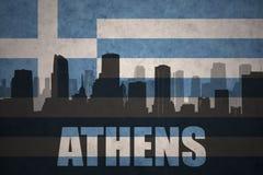 Abstrakcjonistyczna sylwetka miasto z tekstem Ateny przy rocznika Greece flaga royalty ilustracja