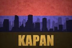 Abstrakcjonistyczna sylwetka miasto z tekstem Kapan przy rocznika armenian flaga Fotografia Stock