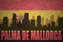 Abstrakcjonistyczna sylwetka miasto z tekstem Palma de Mallorca przy rocznik hiszpańską flaga Obraz Royalty Free