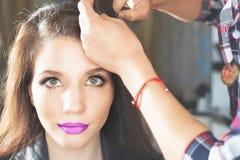 abstrakcjonistyczna sztandaru mody fryzury ilustracja kobieta z kijem włosy przyczepia barów nożyce obraz stock
