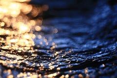 Abstrakcjonistyczna tekstura, symulacja woda przy zmierzchu błękitem Zdjęcia Royalty Free