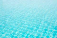 Abstrakcjonistyczna wizerunek powierzchnia błękitna pływackiego basenu woda Obraz Stock