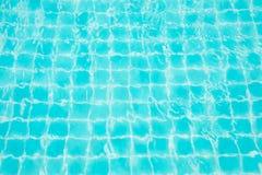 Abstrakcjonistyczna wizerunek powierzchnia błękitna pływackiego basenu woda Obrazy Royalty Free