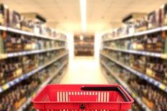 Abstrakcjonistyczna zamazana fotografia sklep z koszem w domu towarowego bokeh tle poj?cia prowadzenia domu posiadanie klucza z?o obraz royalty free
