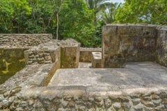 Abstrakcjonistyczne antyczne Majskie ruiny Xunantunich drylują damy w San Ignacio, Belize fotografia royalty free