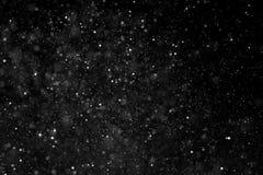 Abstrakcjonistyczne pył cząsteczki płynie na ciemnym tle z światła sp obraz stock