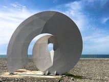 Abstrakcjonistyczne statuy spirala, formy bekonechnosti na Batumi Primorsky bulwarze lub Batumi pla?a, Gruzja, Batumi, Kwiecie? 1 fotografia royalty free