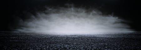 Abstrakcjonistycznego ciemnego koncentrata pod?ogowa scena z mg??, mg?a, ?wiat?o reflektor?w lub pokaz, sztandar obrazy stock