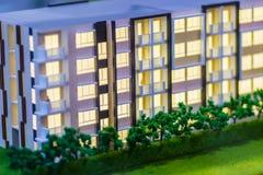 Abstrakcjonistycznego kondominium architektoniczny model nowożytny budynek Zdjęcie Stock