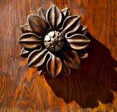 Abstrakcjonistycznego kwiatu mosiężny brown knocker Varese Italy Obrazy Royalty Free