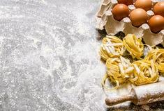 abstrakcjonistycznego makaronu tła konsystencja żywności Makaron z jajkami i toczną szpilką Obraz Royalty Free