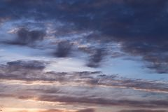Abstrakcjonistycznego niebieskiego nieba zamazany tło Fantazji lub fantastyka naukowa pojęcie Galaktyka i astronautyczny projek obraz royalty free