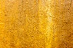 Abstrakcjonistycznego złocistego tła rocznika grunge tła tekstury luksusowy bogaty projekt z elegancką antykwarską farbą na ścien Obrazy Stock