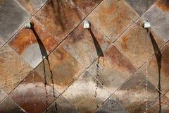 abstrakcjonistycznej fontanny kamienna ściana Fotografia Stock