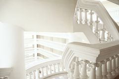 Abstrakcjonistycznej klasycznej stylowej rodzajowej architektury biały tło z odbitkową przestrzenią Obraz Royalty Free