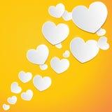 Abstrakcjonistyczni białego papieru serca na pomarańczowym tle Zdjęcia Royalty Free