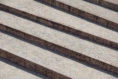 Abstrakcjonistyczni diagonalni schodki, stary będący ubranym granitowy schody na miasto kwadracie, szeroka kamienna schody perspe Obraz Royalty Free