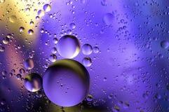 Abstrakcjonistyczni kolorów wycieki ropy na wodzie Zdjęcie Stock