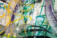 Abstrakcjonistyczni kolorowi farba graffiti rozpadają się na szarości ścianie Obraz Royalty Free