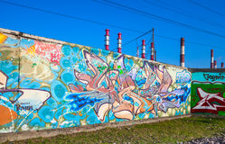 Abstrakcjonistyczni kolorowi tekstów graffiti wzory na ścianie Zdjęcie Royalty Free