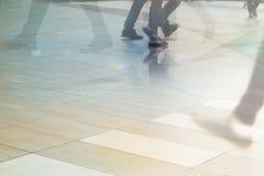 Abstrakcjonistyczni ludzie ulicznego spaceru w miasta, pastelu i plamy pojęciu, Fotografia Stock