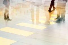 Abstrakcjonistyczni ludzie ulicznego spaceru w miasta, pastelu i plamy pojęciu, Zdjęcie Royalty Free