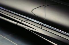 Abstrakcjonistyczni odbicia na luksusowym czarnym samochodowym drzwi Obrazy Royalty Free