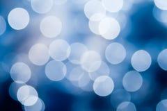 Abstrakcjonistyczny błękitny i biały kółkowy bokeh tło zdjęcia stock