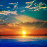 Abstrakcjonistyczny błękitny natury tło z morzem unset i chmury Obraz Stock